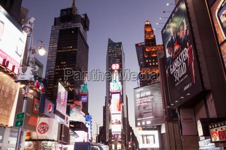 passeio viajar cidade noite ao ar