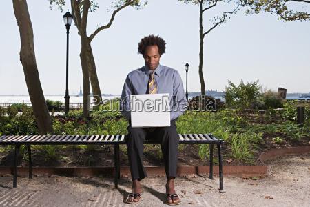 arvore parque masculino ao ar livre