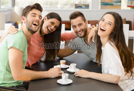 um cafe com os amigos