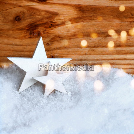 estrelas brancas do natal na neve