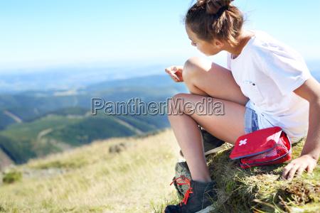joelho esfolado um jovem turista colado