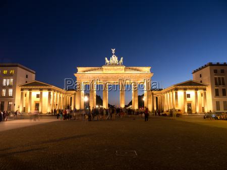 passeio viajar cidade monumento famoso noite