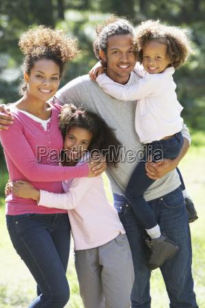 retrato do grupo familiar no campo