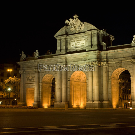 monumento estatua noite abobada ao ar