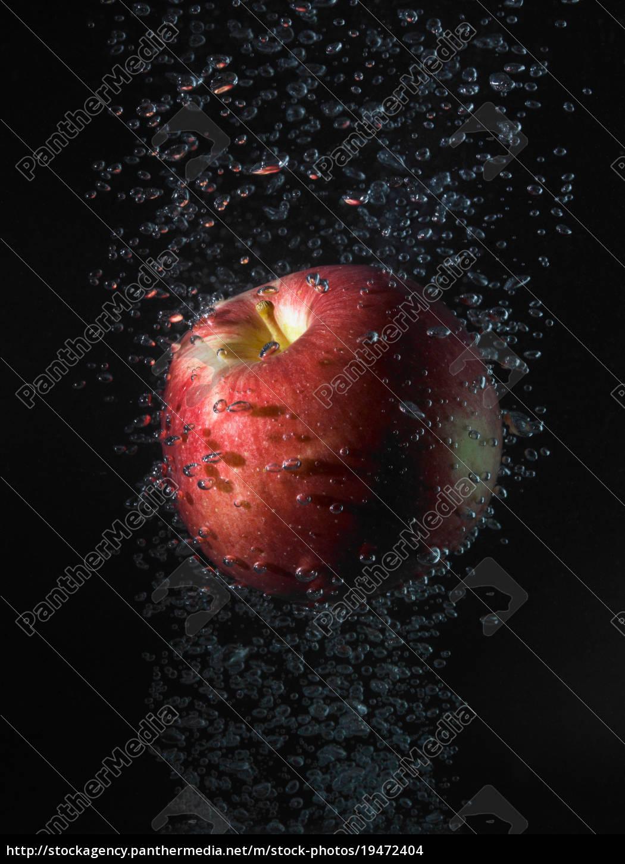 maçã, em, bolhas, fundo, preto - 19472404