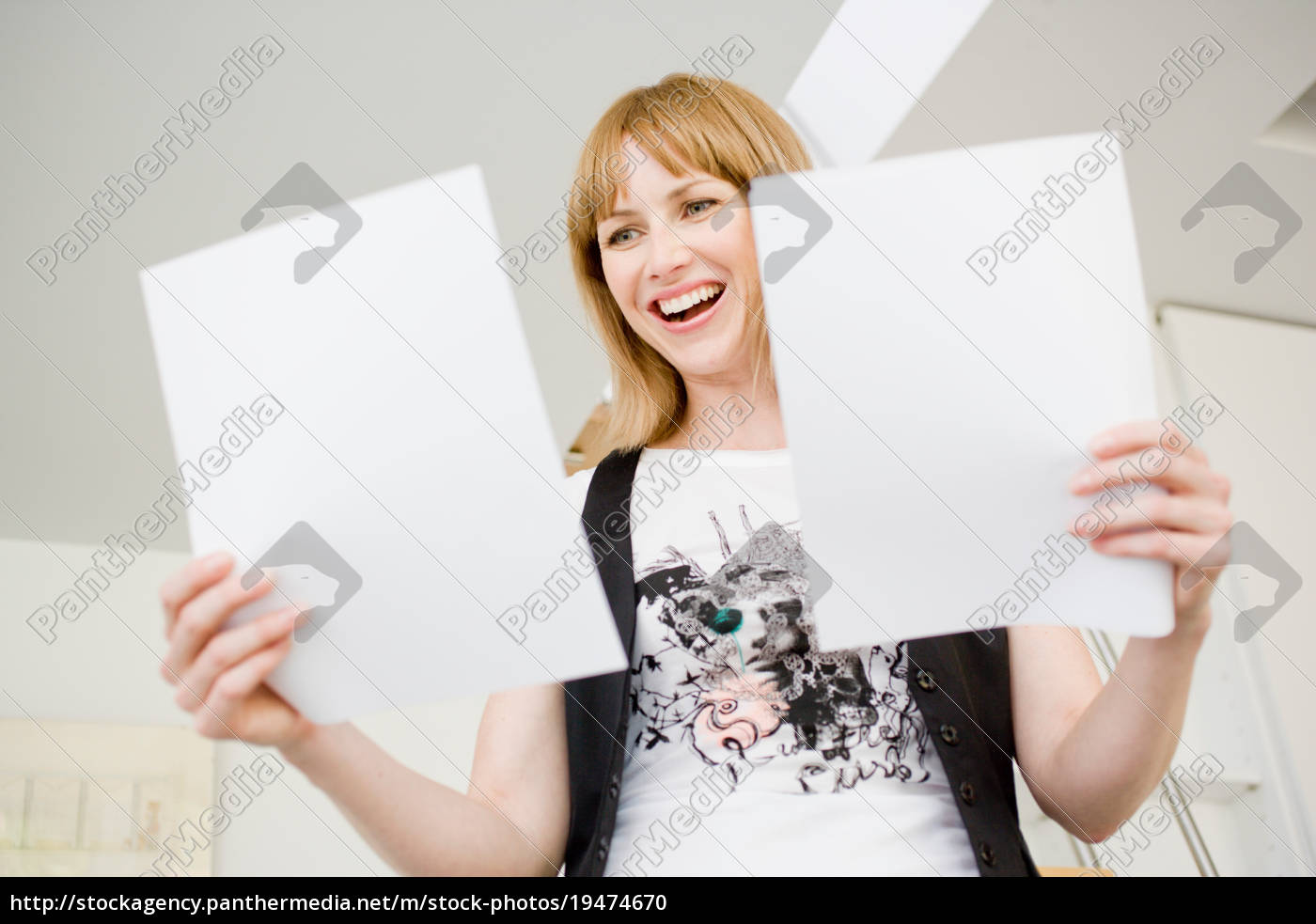 businesswoman, studying, papers - 19474670