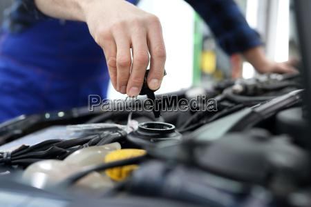 o mecanico do carro menciona a