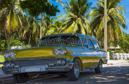 parques de estacionamento amarelos do vintage