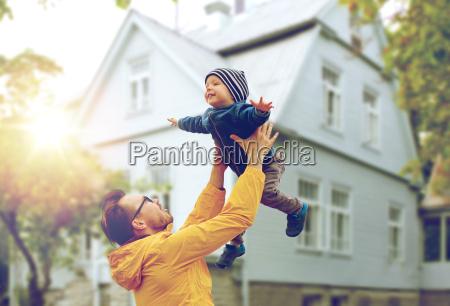 far med son lege og have