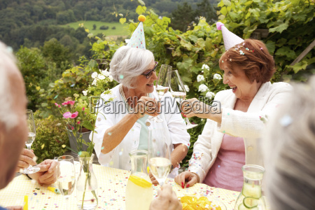 pessoas povo homem risadinha sorrisos amizade