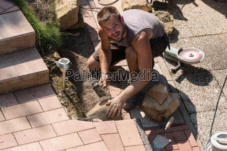 jardim gartenanlage jardins rebarbadoras homem pedras