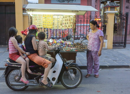 mulher mulheres passeio viajar cidade cor