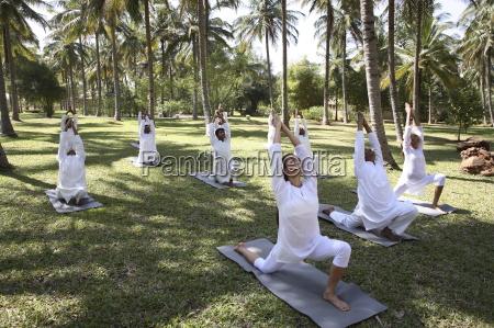 sessao da ioga do grupo no
