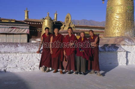 monks at the jokhang temple lhasa