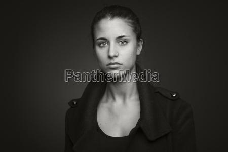 retrato de uma mulher nova