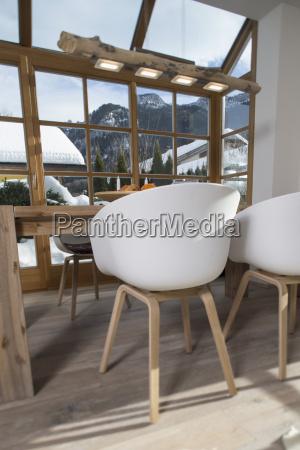 cadeira do projeto na sala de