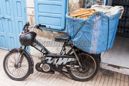 pao passeio viajar trafego moped veiculo