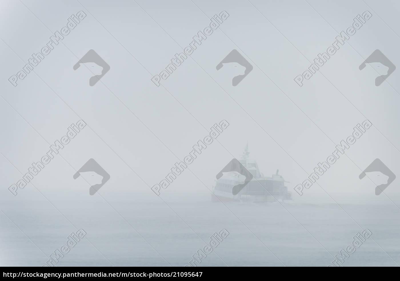 alemanha, baden-wuerttemberg, constance, lago, constança, na, névoa, da, manhã, catamarã - 21095647
