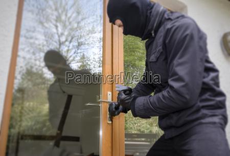 casa construcao perigo ferramenta risco janela