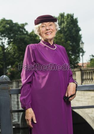 risadinha sorrisos moda elegante chapeu retrato