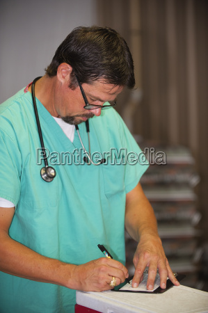 medico escrever fonte oculos cuidado concentracao