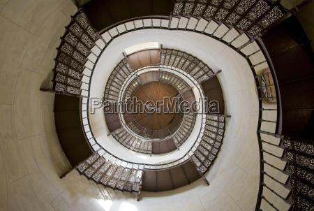 escada interior europa alemanha espiral estilo