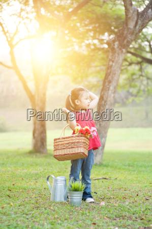 piquenique asiatico da crianca ao ar