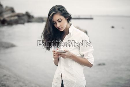 telefone risadinha sorrisos ir movel praia