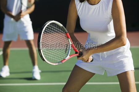 midsection de jogadores de tenis misturados
