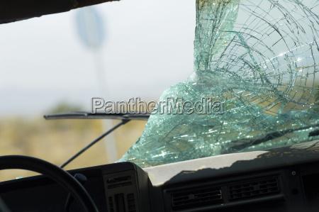 para brisa do carro quebrado