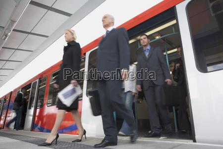 business penders scendere treno