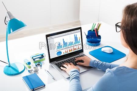 caderno computadores computador secretaria pessoa monitor