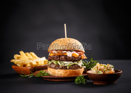 hamburguer grelhado saboroso da carne
