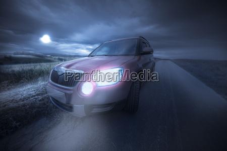 passeio noite estrada de terra carro