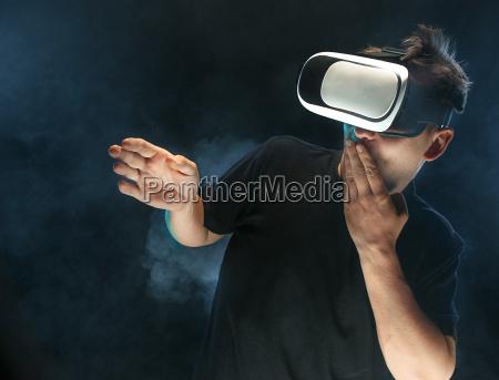o, homem, com, óculos, de, realidade - 22156185