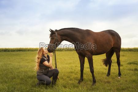 mulher pessoas povo homem cavalo animal