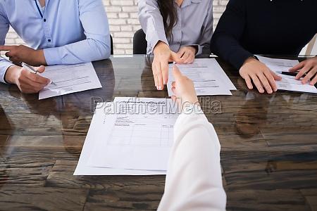 escritorio entrevista mao maos lei chefe