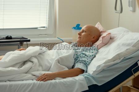paciente da mulher com cancro no