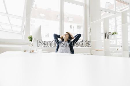 escritorio risadinha sorrisos relaxamento local de