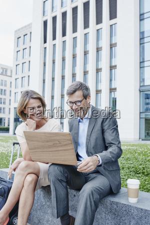 caderno computadores computador risadinha sorrisos caso