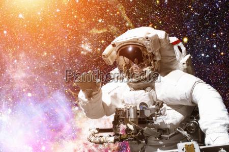 astronauta no espaco sideral galaxia e