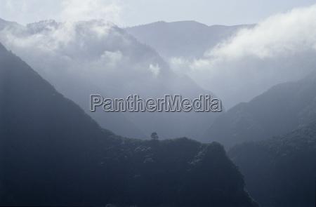 viajar montanhas nuvem neblina europa espanha
