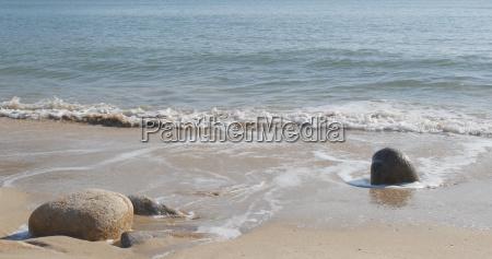 azul liquido closeup pedra praia beira
