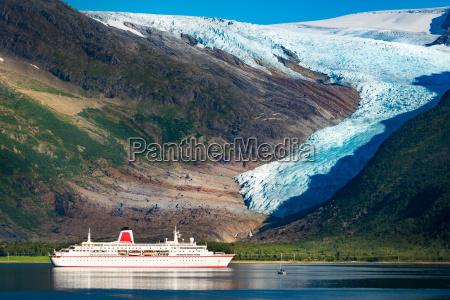 navio de cruzeiros na geleira de