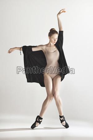 mulher movimento em movimento belo agradavel