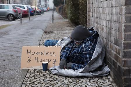 homens homem fraco sinal sem casa