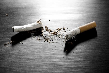 cigarro dentro interior foto simbolico mentira