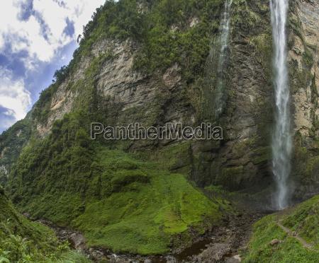 cascata gocta 771 m con gente