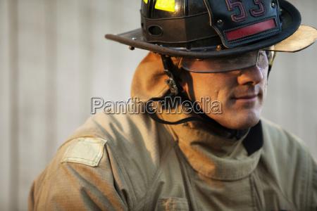 close up masculino uniforme ao ar