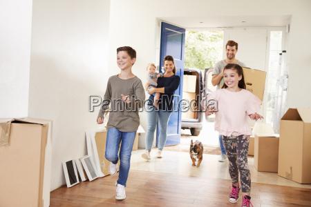 caixas carreg da familia na home